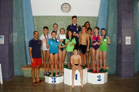 24 csillogó érem a Nemzetközi Mikulás Kupa úszóversenyről
