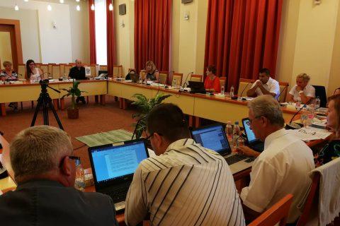 A nyári szünet előtt ülésezett a képviselő-testület