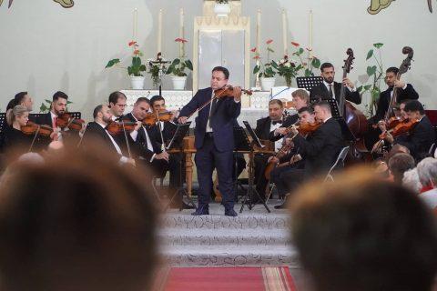 Komlón adott jótékonysági koncertet Mága Zoltán