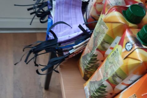 A Zrínyi téren osztottak élelmiszercsomagokat rászorulóknak